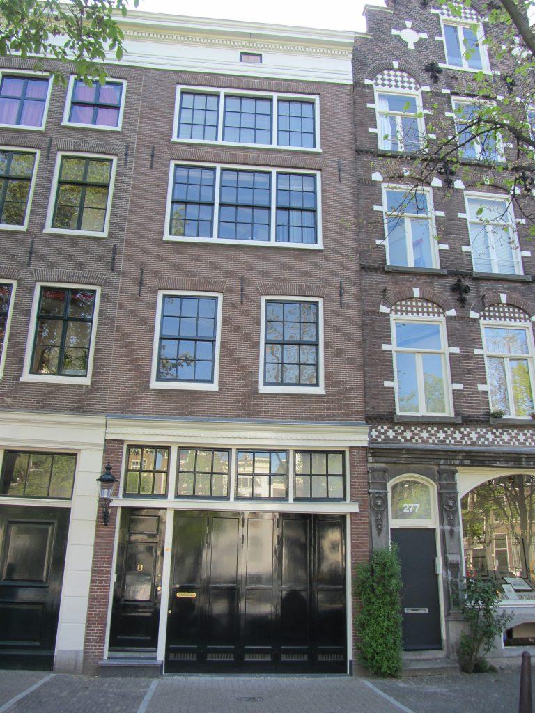 Funderingsherstel met nieuwe garage. Het creëren van een parkeergarage/plaats op de Amsterdamse Singel. Een kostbaar bezit!